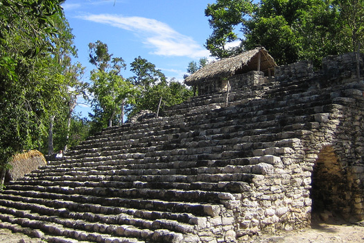 One of the 43 structures of the Grupo Cobá