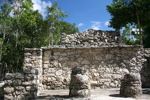 Structure near the Conjuto Pinturas temple