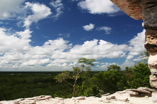 View from the Nohoch Mul pyramid over the jungle towards Lago Macanxoc