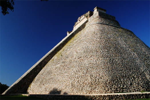 The 39m high temple of Casa del Adivino, the Magician's House